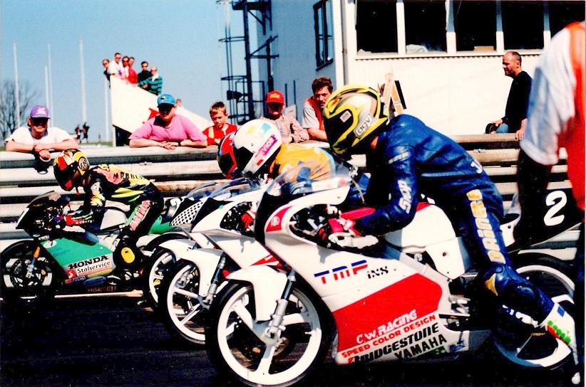 Starten på Ring Knutstorp. Chris med nr. 2 ved siden af Ulrik Hasager.