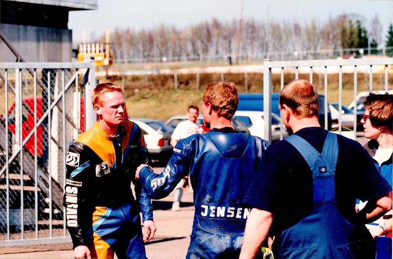 1. afd. af DM 95 på Knutstorp. Ulrik Hasager tv og Chris i en heftig disput.