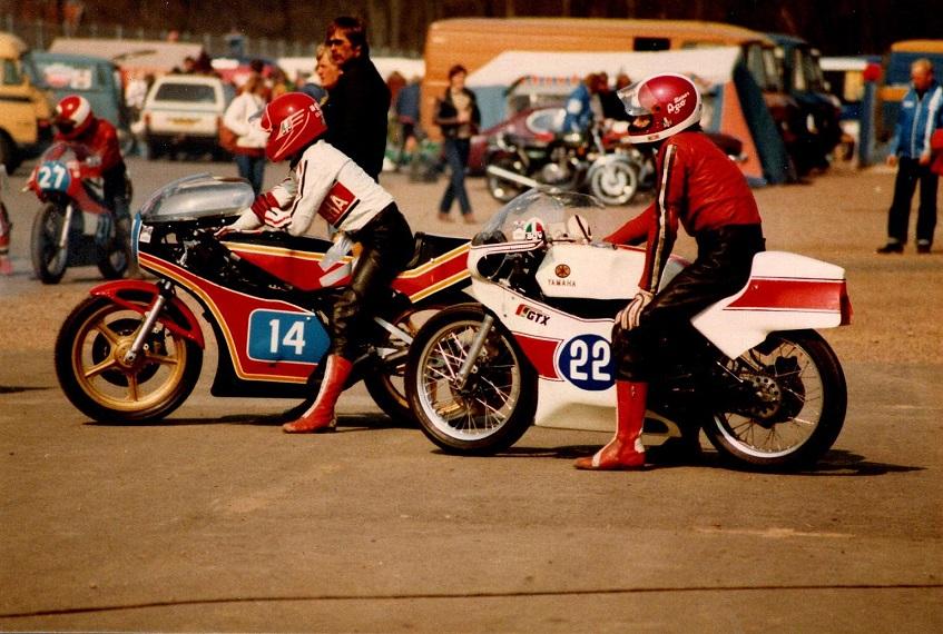 1981-04-24-25 Knutstorp RRKV Klubm. Finn med nr. 22 klar på sin nyerhvervede Yamaha. Nr. 14 Bent Thøgersen.