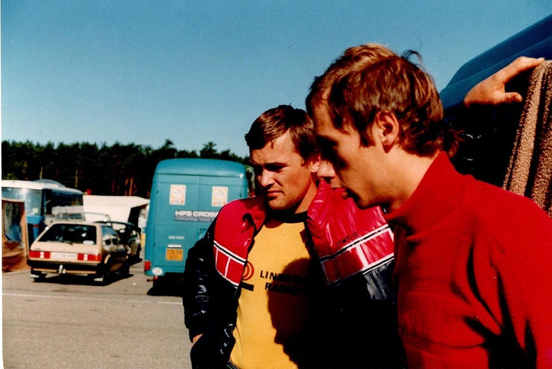 Sæson 82-83. Kistrup og Finn vurderer situationen.