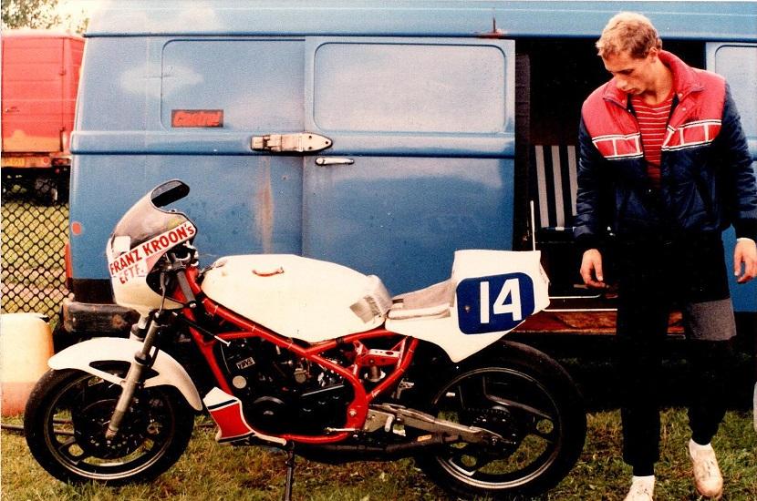 1985-08-18 RD int. Et nærbillede af Finns vindercykel, en trimmet RD 350.