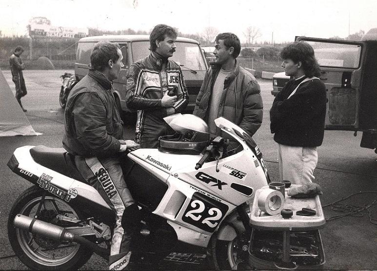 Sådan så Finns FII racer ud i 1988. Jens Folmer Nielsen (Kroon) og Flemming Kistrup th for Finn.