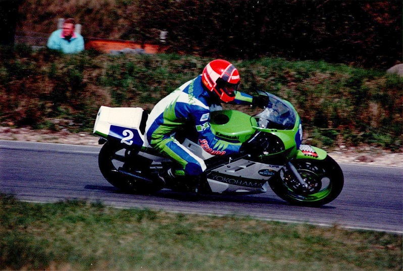 Støjmålerløbet på Ring Djursland i april, hvor Finn vandt Supercup og blev nr. 3 i den lille klasse på sin KR-1 i kamp med 250cc racere.