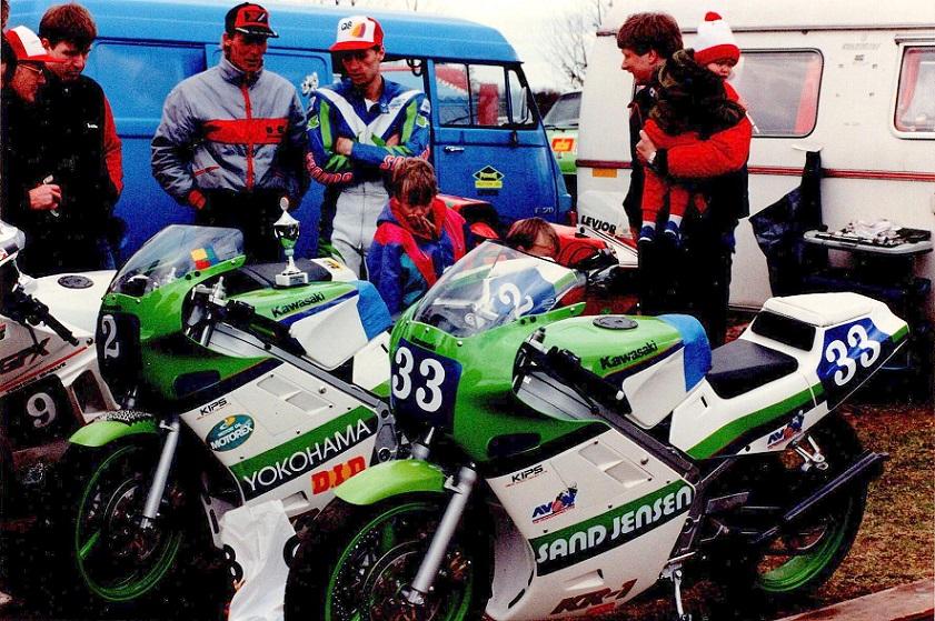 """1989-04-28 RD. Støjmålerløbet. Finns cykler sammen med 33 kørt af Jørn """"Popnitten"""" Rasmussen."""