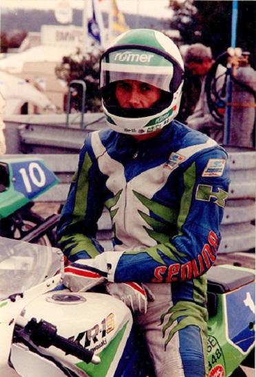 Finn i 1990 udgave på Superstreetcykel KR-1S