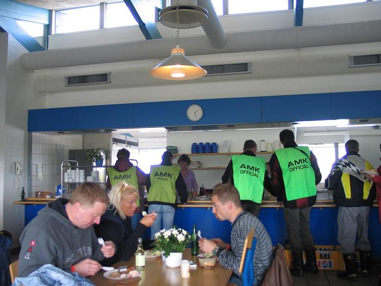 Fine forhold dette år til officialsbespisning i Jyllands-Ringens cafeteria. Img3