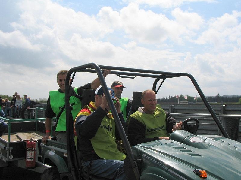 Bo Bentzen ved rattet i rydningsvognen.