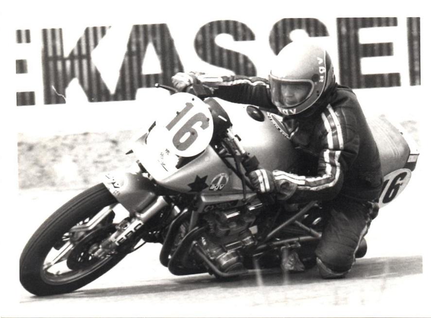 Henrik Ottesen vakte stor opsigt med sin spektakulære kørsel på sin Suzuki Katana