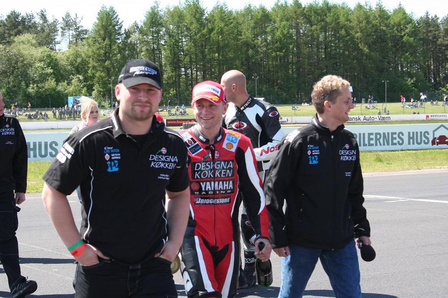 Jan Jespersen i midten, Ole Gram som hjælpespeaker th.