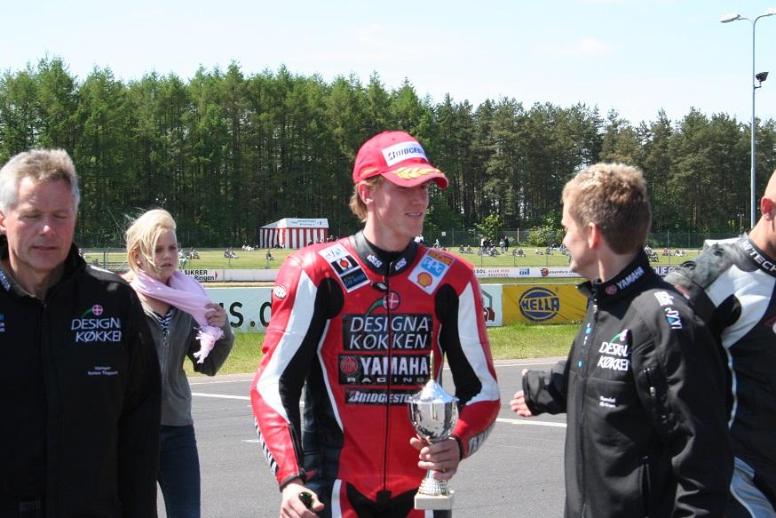 Steven Tirsgård med Ole Gram th. Stevens far Karsten tv.