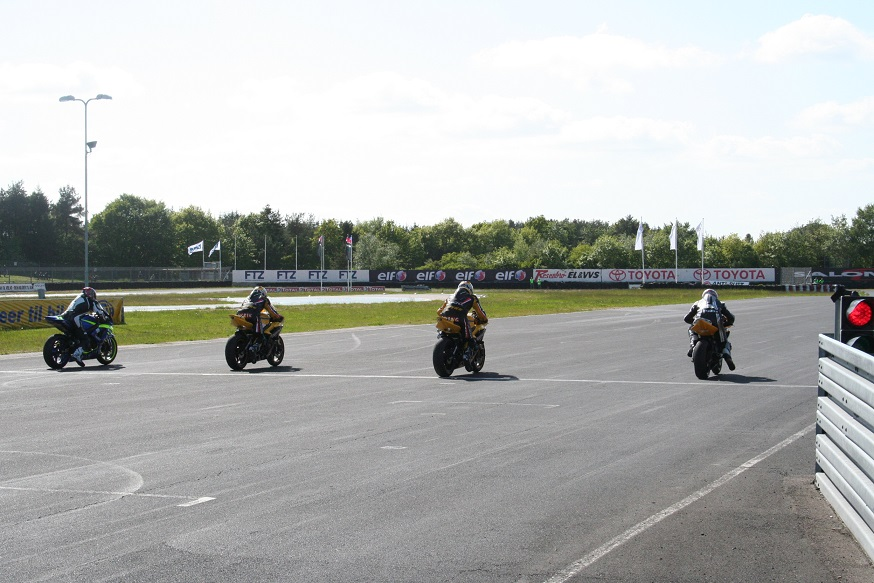 Start i det nye tiltag RR-Speedway. 4 mand af sted hver gang, de to bedste videre. Her finalen med Harding, Ulrik Døssing, Prang og Ronnie Ourø.