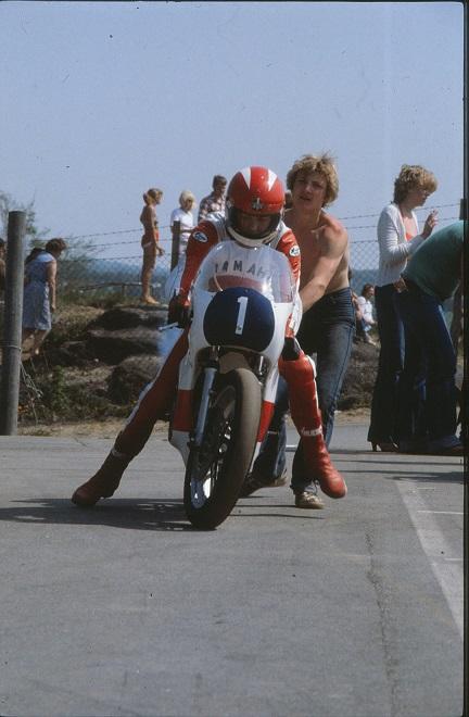 Paul Kierstein i 350cc klassen og mekaniker Chris Jensen  img2