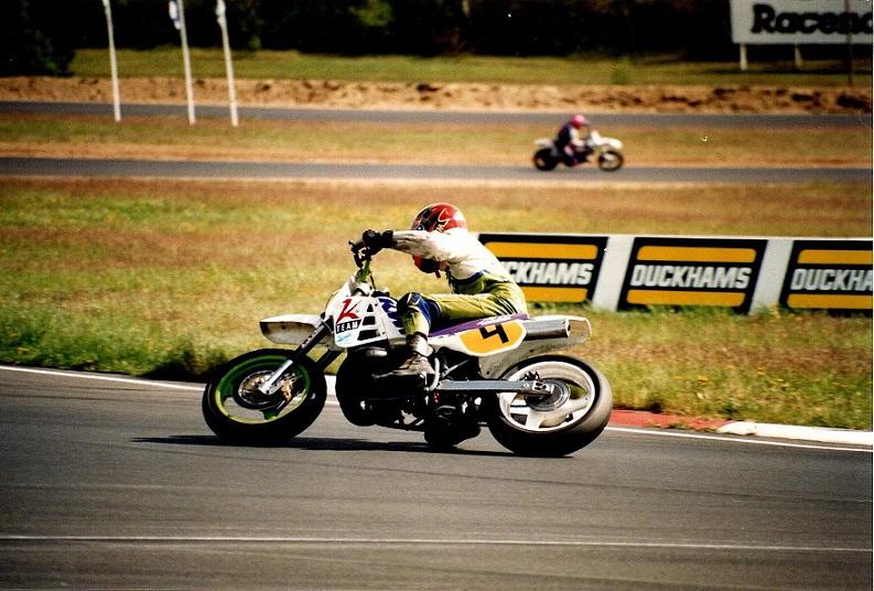 Jyllands-Ringen 1995. Her var der danmarkspremiere for Super Motard. Finn her vandt lørdagens heat.