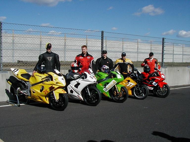 De 5 deltagende mærker i Challenge 2003. Suzuki-Rikko Stendevad, Yamaha Ulrik Døssing, Kawasaki Anders Rasmussen, Triumph Tommy Rønn, Honda Ole Madsen img1