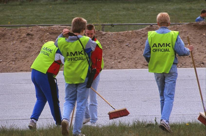AMK-officials i veste sponseret af Kawasaki importøren Carl Andersen