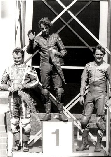 Dobbelt finsk i 125cc. Jukka Vainio foran Rosnell og Flemming Kistrup.