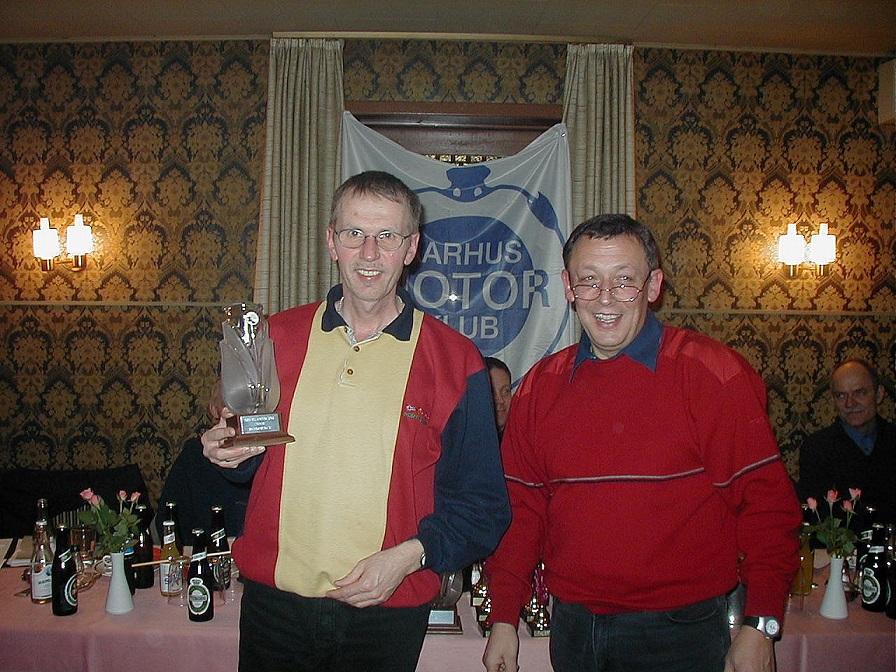 Ved generalforsamlingen 2002 blev Erik hædret som Årets RR-official for sit mangeårige virke som madleverandør til vore stævner.