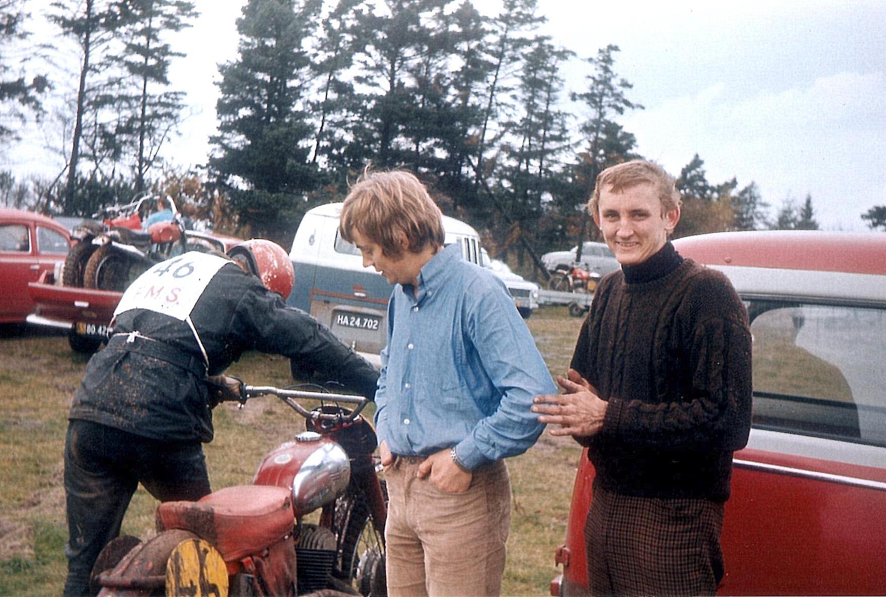 Jawa´en gjorde tjeneste i Grand National 1970. John Williams i midten, Krause th.