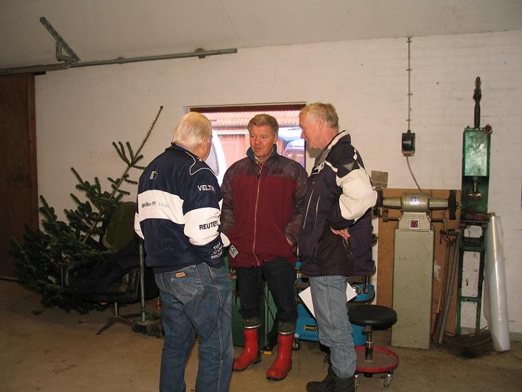 Carls Nissetrial 2006. Før slaget en snak med Carl og Finn Thomsen.