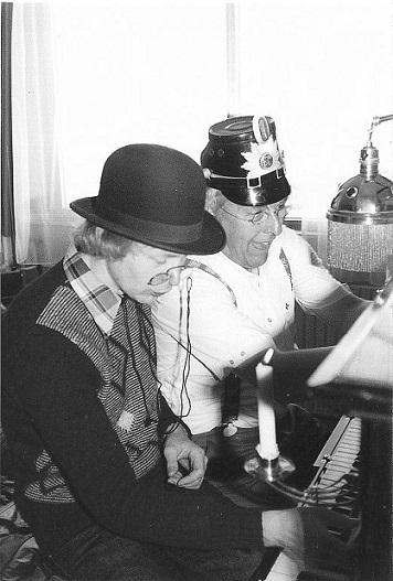 En af de kendte Århus veteraner var Bent Lemming. Her jeg og Bent i et muntert øjeblik, da vi en gang var inviteret til fødselsdag.