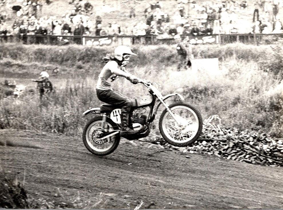 Søren kørte 50cc i 1973 på en 11 Hk Simonini. Her på Sofienholm.