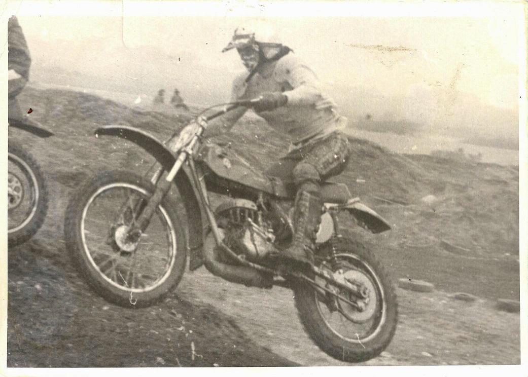 Søren på Bultaco, Vester Eng omkring 1975.