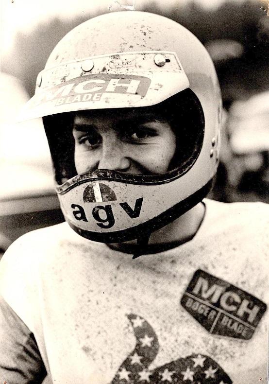 Firmaet Motor Cykel Hobby ved Ole Larsen var sponsor for Søren i starten af hans karriere. Her ca. 1977.