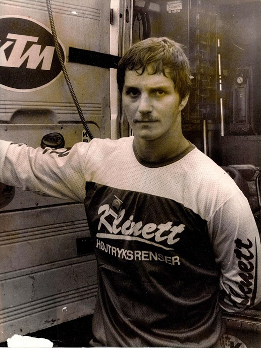 Søren kørte KTM i 1981 og 82 og Klinett Højtryksrensere ved Jimmy Smed var stadig sponsor.