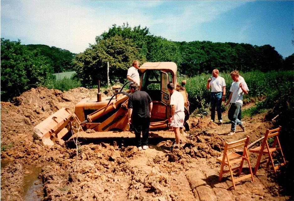 Banebygning 1992. Dozeren er kørt fast.