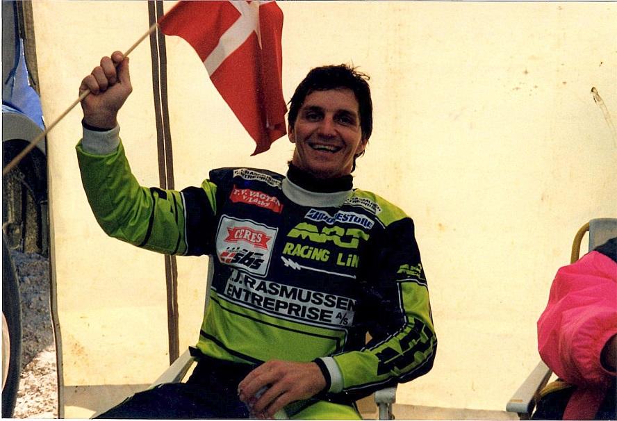 MCdN 1990 Vimmerby, Sverige. Søren kørte et af sine bedste løb og blev nr. 3 og 4. i de to 500cc heats. Her fejrer han 3. pladsen.