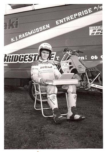 Søren med den Armstrad PC, han var blevet sponseret med til 1989 sæsonen.
