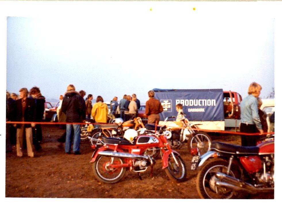 Ryttergårdsstemning img1. Jimmy Smeds trailer i billedet.