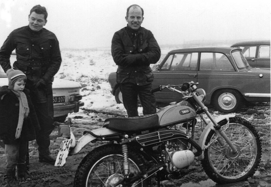Franz Kroon og hans forretningskompagnon Toris tv havde trukket en lille Yamaha frem til arrangementet. Kathrine Kroon tv.