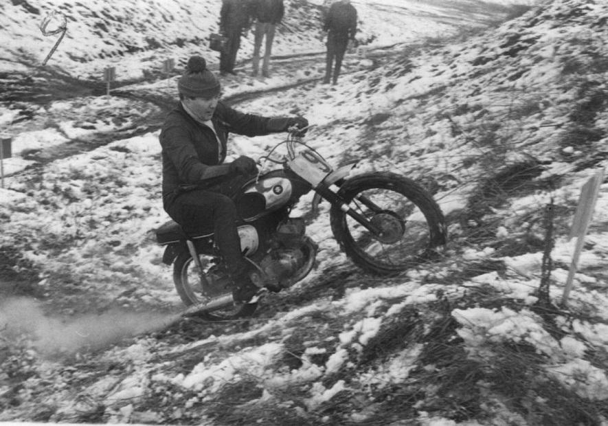 Frank Damgaard på en lille Suzuki