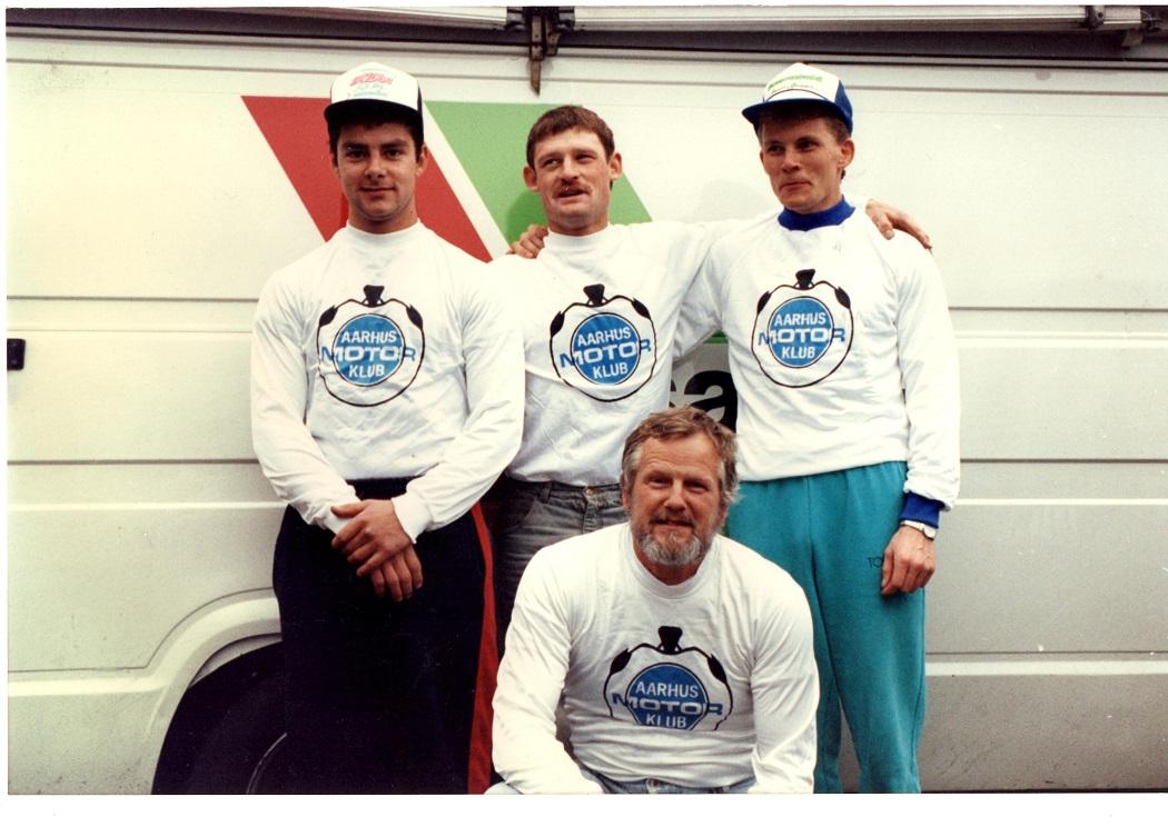 1989 Hold-DM. Lars Sørensen, Kim Kjær og Povl Bovbjerg med holdleder Niels.