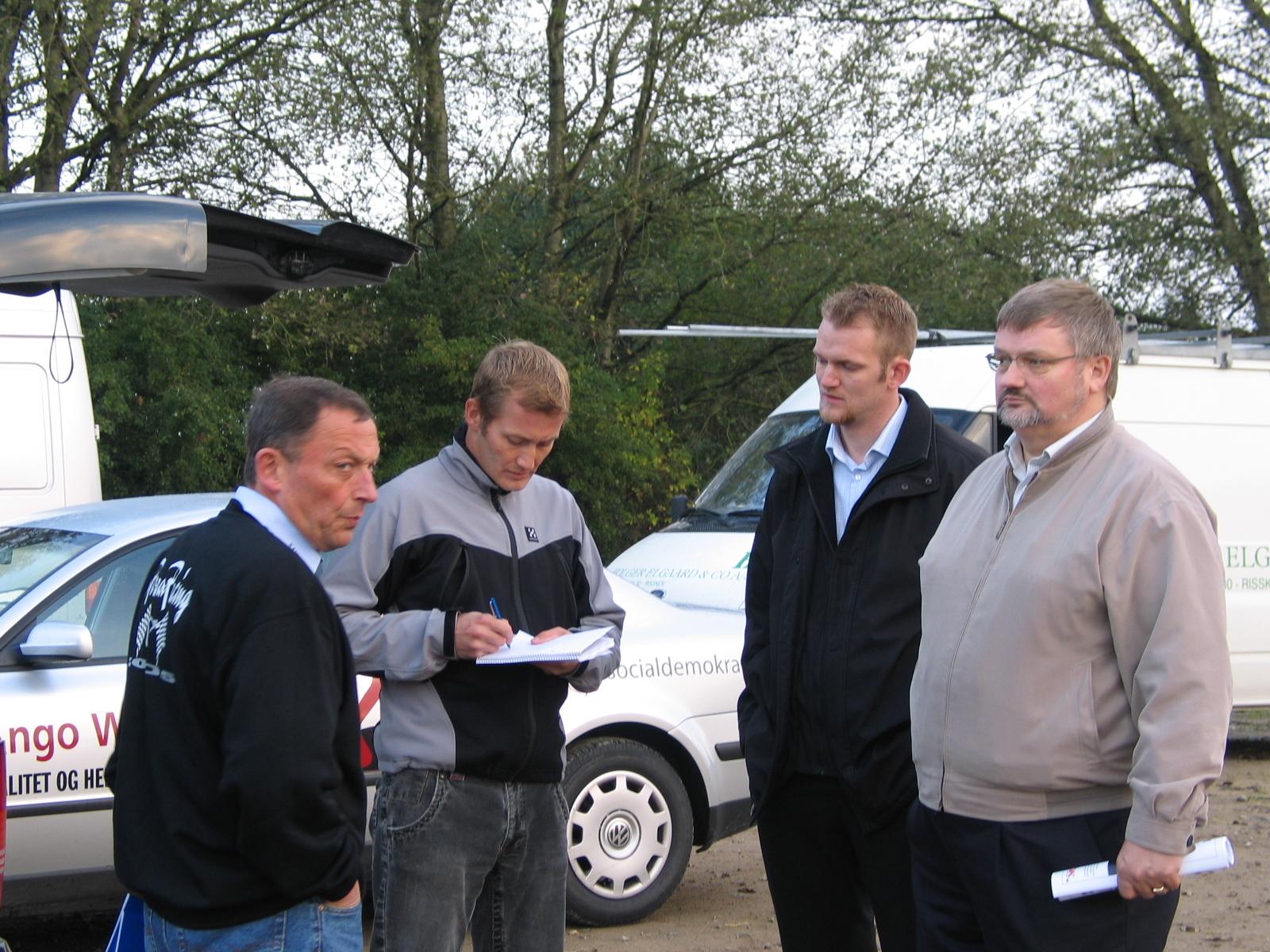 I 2005 lavede TV2 et indslag  på Vester Eng om vores banesituaton. Bent, TV2 journalisten, en repræsentant  for Fritids- og Kulturforvaltningen og Ango Winther fra byrådet. Img1