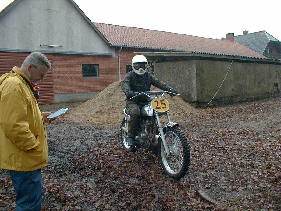 1998. Niels klar til at sende Åge Nickelsen af sted på ruten.