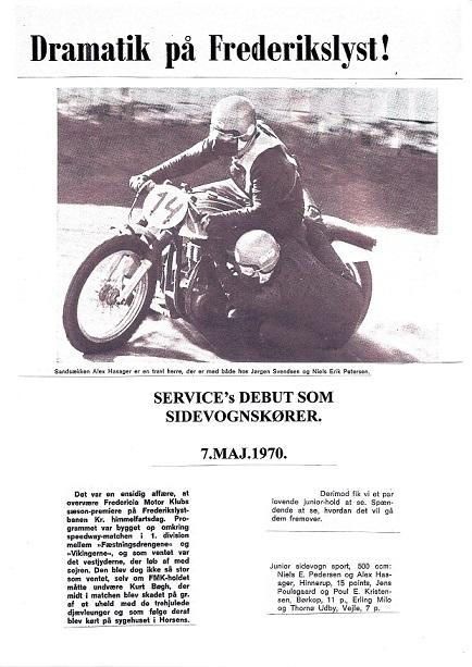 Da Service debuterede i 1970 fandtes der et blad med rod i Fredericia, der hed Motor News. Dette blad bragte en artikel om løbet på Frederikslyst med et fint billede af Service og Alex. John Williams har lavet denne lille collage fra bladet.