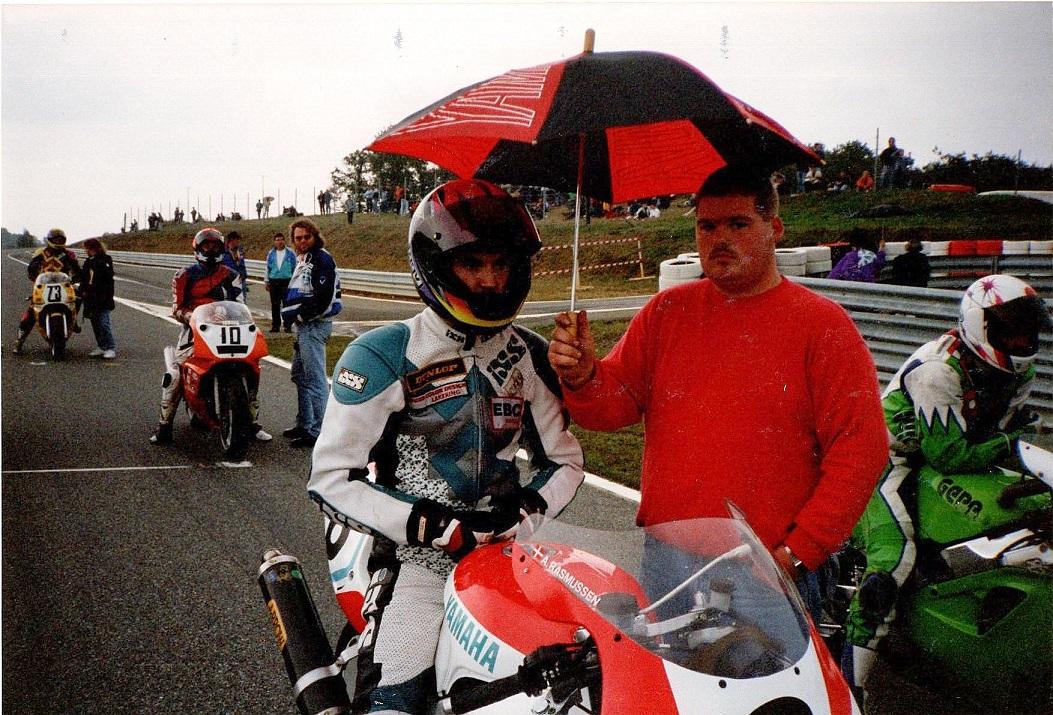 Anders og mekaniker Lars Axelsen img1. Rene Prang var også i Pau og kan ses sidst i billedet med nr. 73.