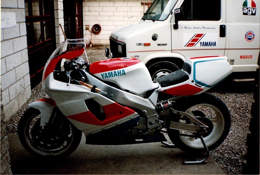 Til sæsonen 1994 var denne nye Yamaha YZF750SP til rådighed.