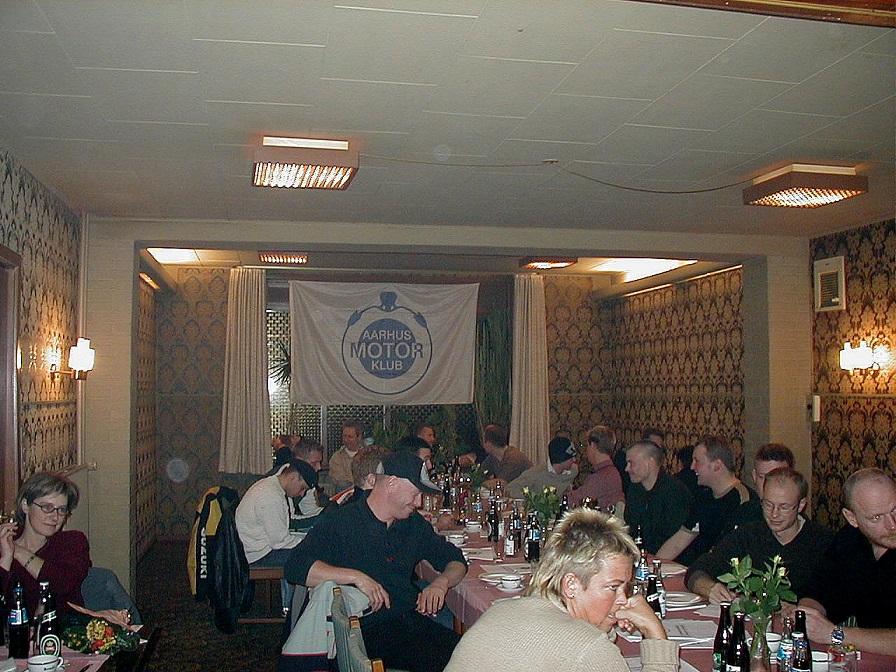Generalforsamlingen 2003. Et typisk view fra en af de mange generalforsamlinger.
