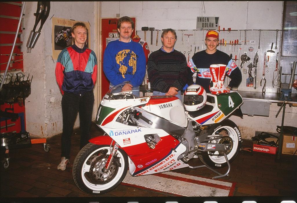 """Franz Kroon Motorcykler støttede disse fire kørere i sæsonen 1992. Fra venstre """"Årets debutant 1991"""" Ulrik Hasager, dernæst Palle Jørgensen, Claus Skaarup og Anders."""