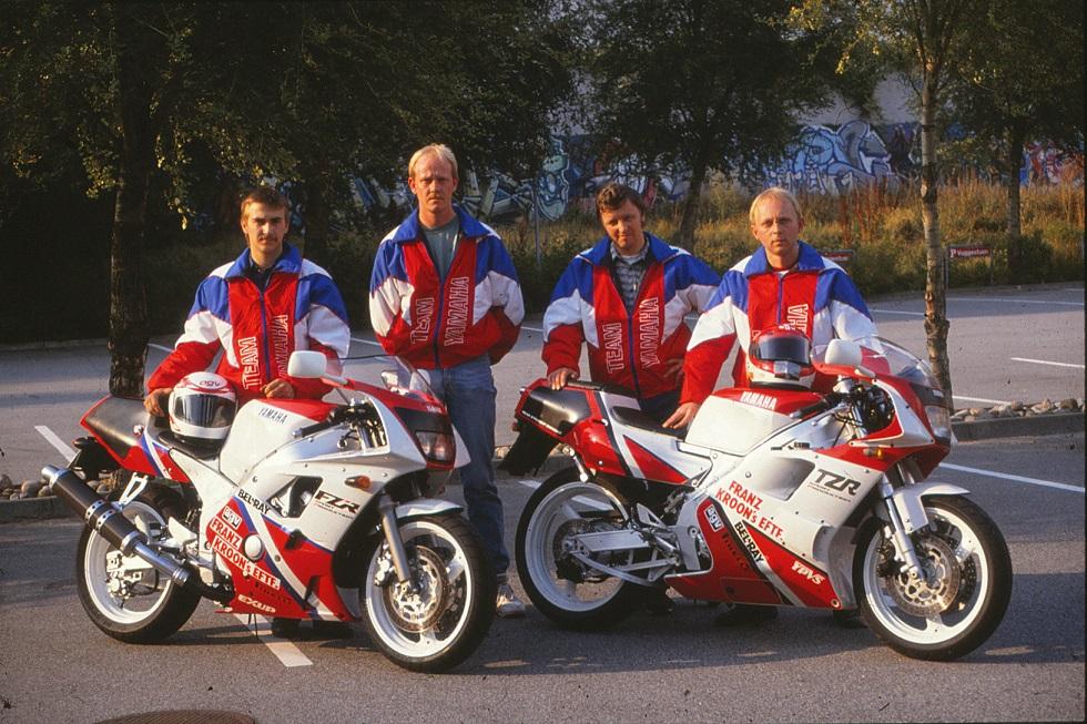 Franz Kroon Motorcykler støttede Anders og fik taget  dette fine billede. Anders tv, derefter Michael Lyngkilde, Kai Nielsen og Paul Kierstein.