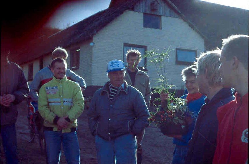 AMK trial Sabro 22 okt. 89. Niels og Åse nyder blomsterne.