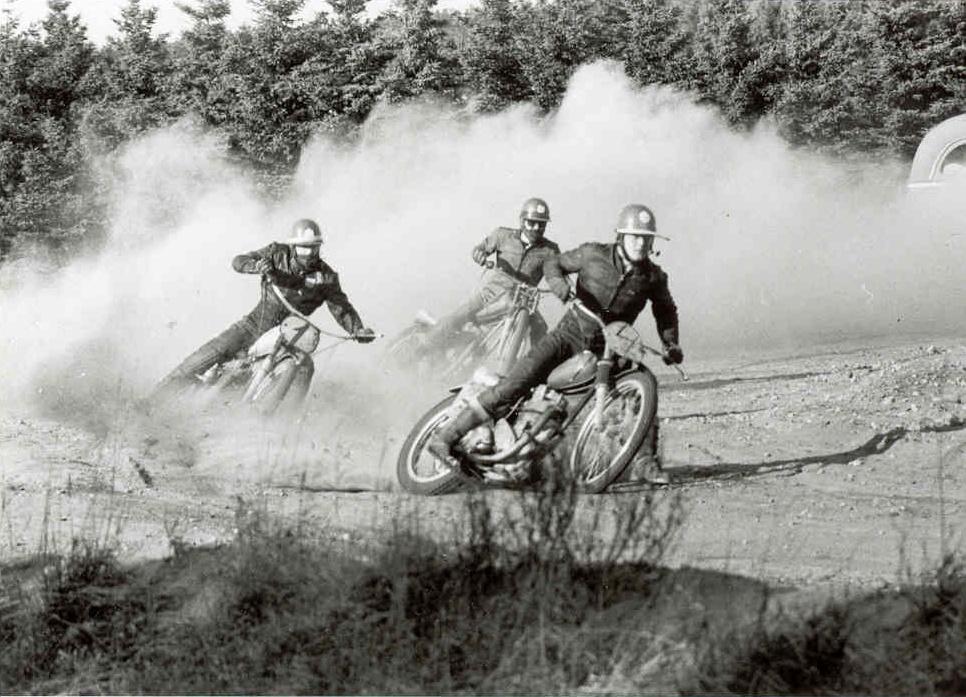 Billede fra 1969. Kunne være fra klubmesterskabets 1. afd. i Elling, hvor disse tre var i aktion. Forrest Kurt Thomsen foran Jens Bæk og Mogens Dam. Billedet er dog nok fra et træningsløb 11. okt. i Elling.