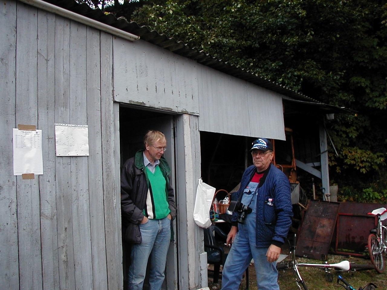 Lars og Jens Jørgen foran beregnerkontoret