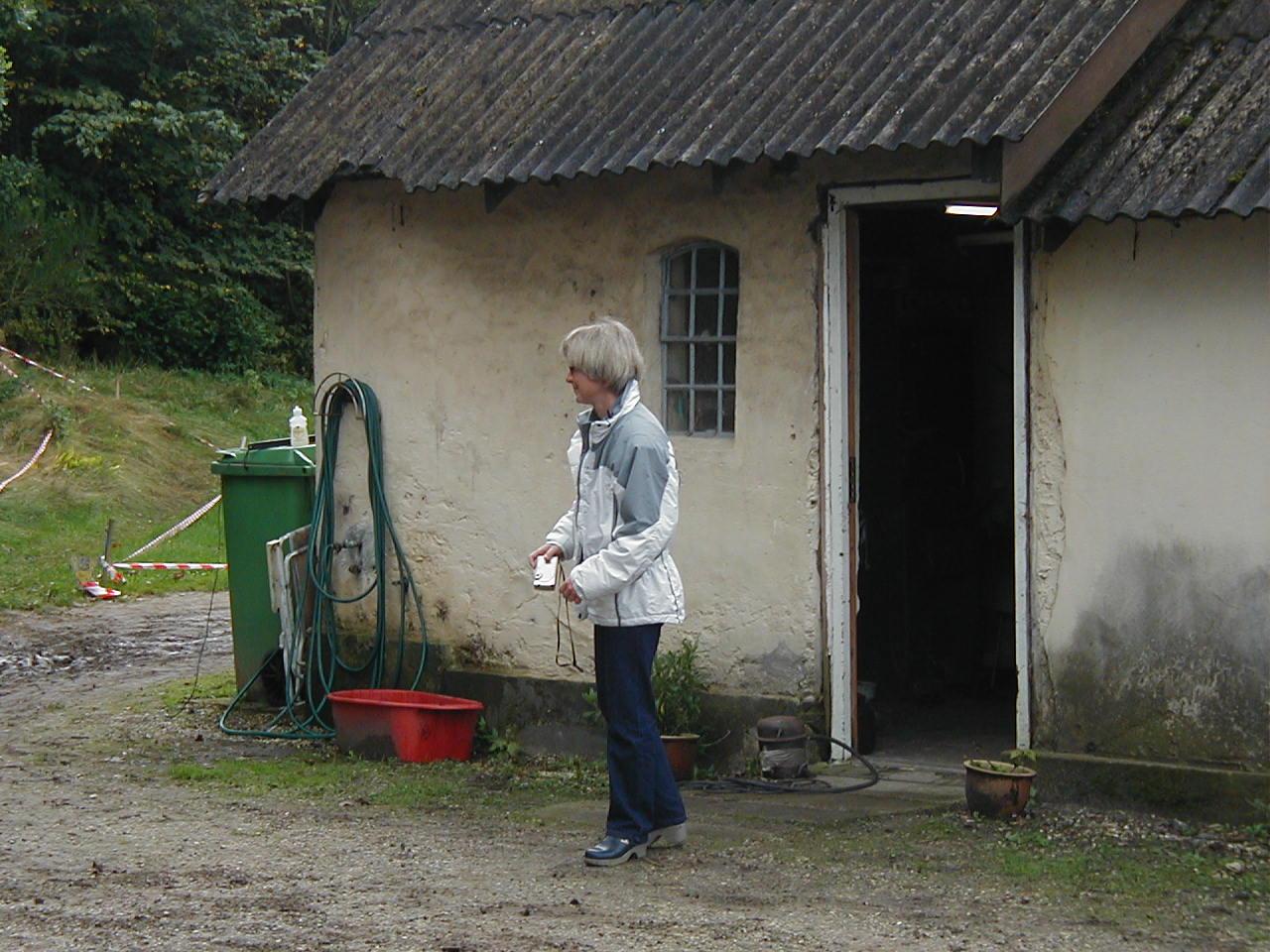 Gitte ved fødegården.